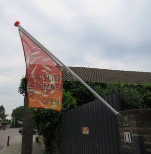 het atelier nimart is open als de vlag buiten hangt