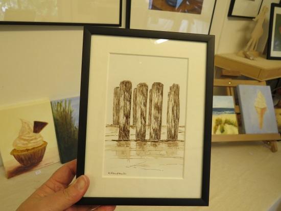 tekening met paalhoofden aan zee kleintje kunst